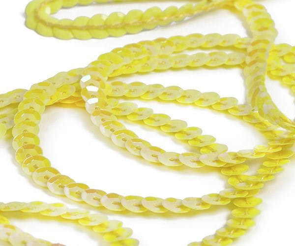 Пайетки на нитях 6мм Cream Colour арт.TBY-FLKU06-CC цв.0091 желтый уп.73.12м - фото 208609